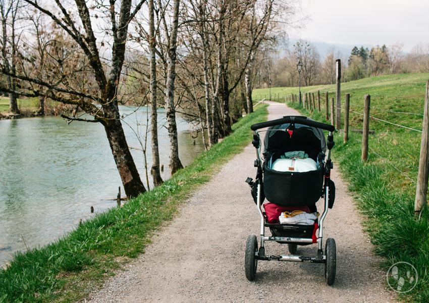 Mit dem Kinderwagen nach der Schwangerschaft wandern