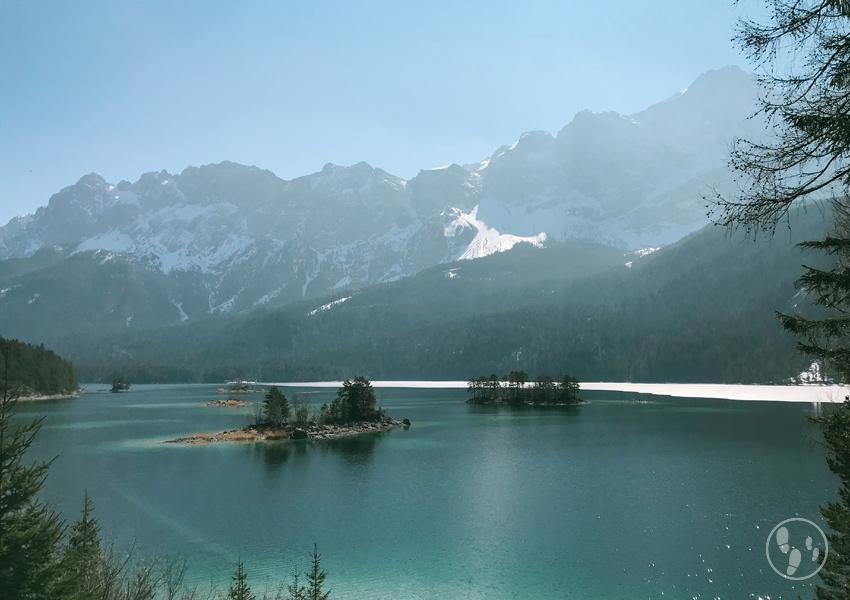 Der Eibsee am Fuße der Zugspitze gehört zu den schönsten Seen in Oberbayern.