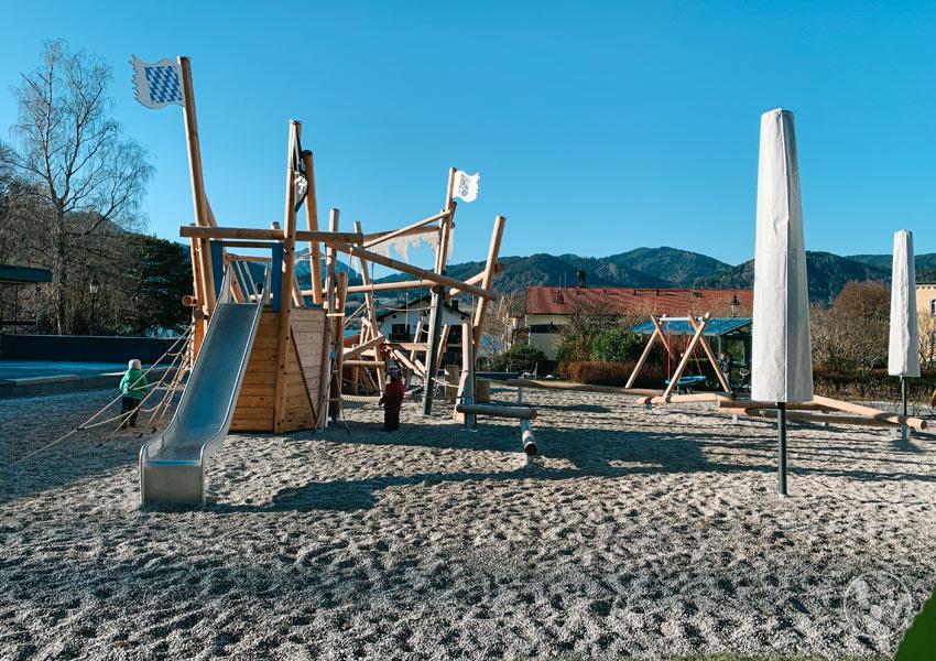 Neuer Spielplatz in Tegernsee nahe der Seepromenade.
