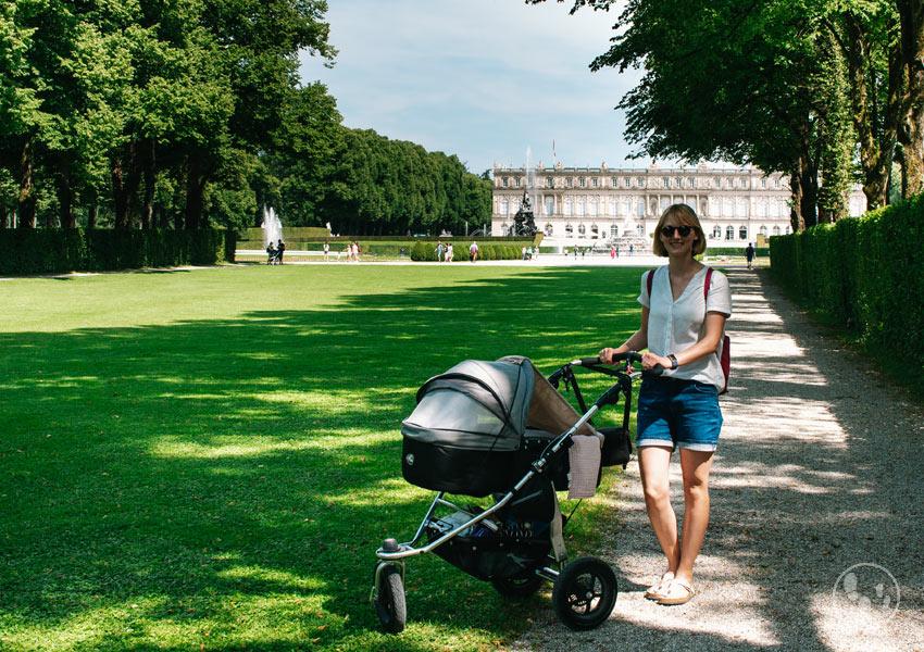 Wandern mit Kinderwagen auf der Herreninsel