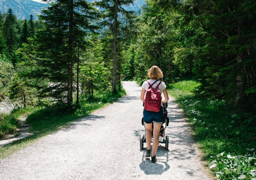 Wanderung zu den Siebenhütten mit Kinderwagen entlang der Hofbauernweissach