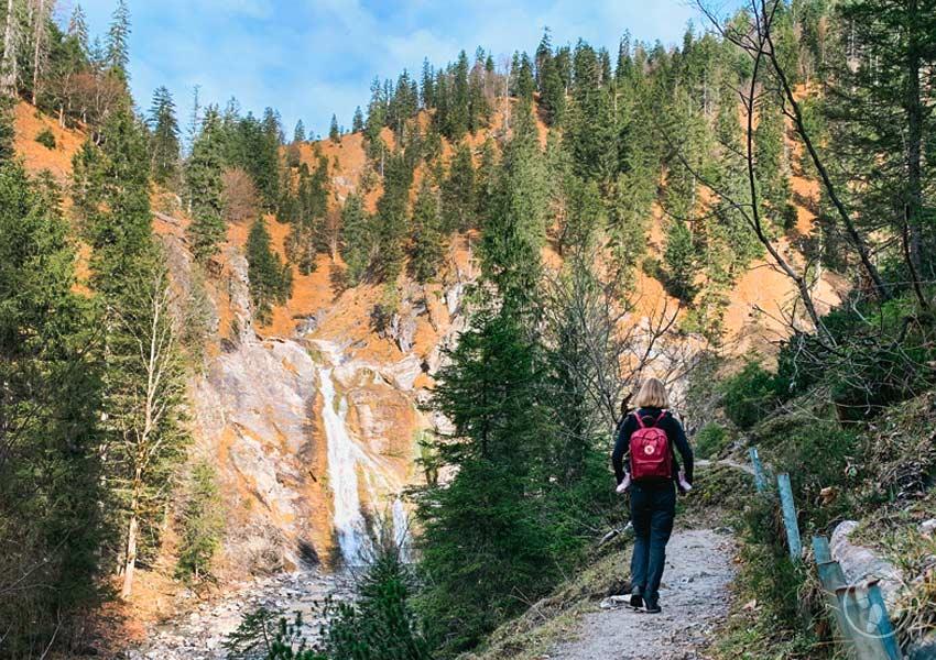 Wanderweg zum Glasbachwasserfall in der Jachenau