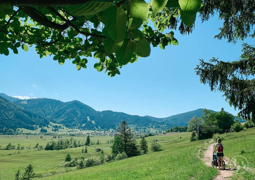 Wandern mit Kinderwagen bei Oberammergau