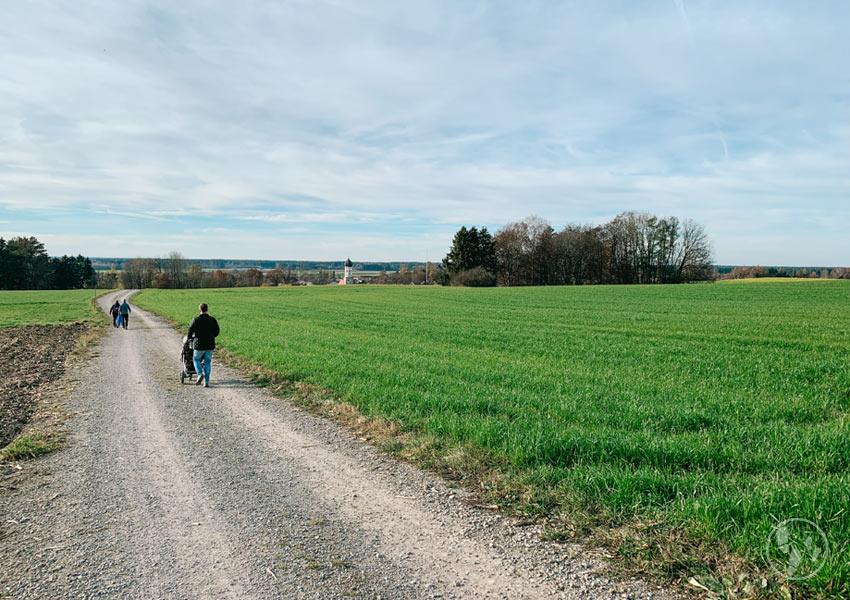 Wandern mit Kinderwagen bei Aying