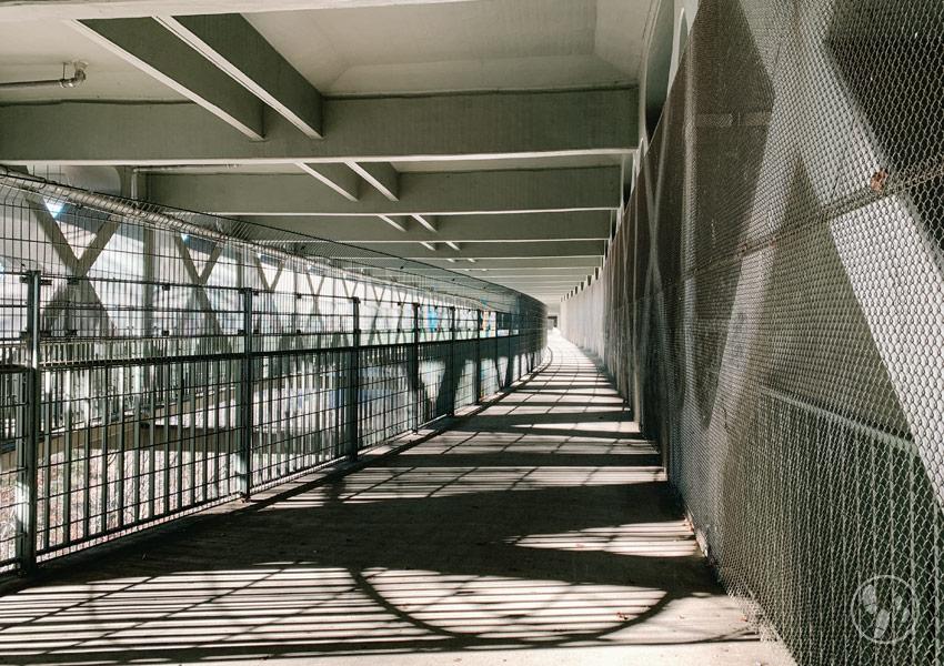 Unter der Weyarner Autobahnbrücke übers Mangfalltal