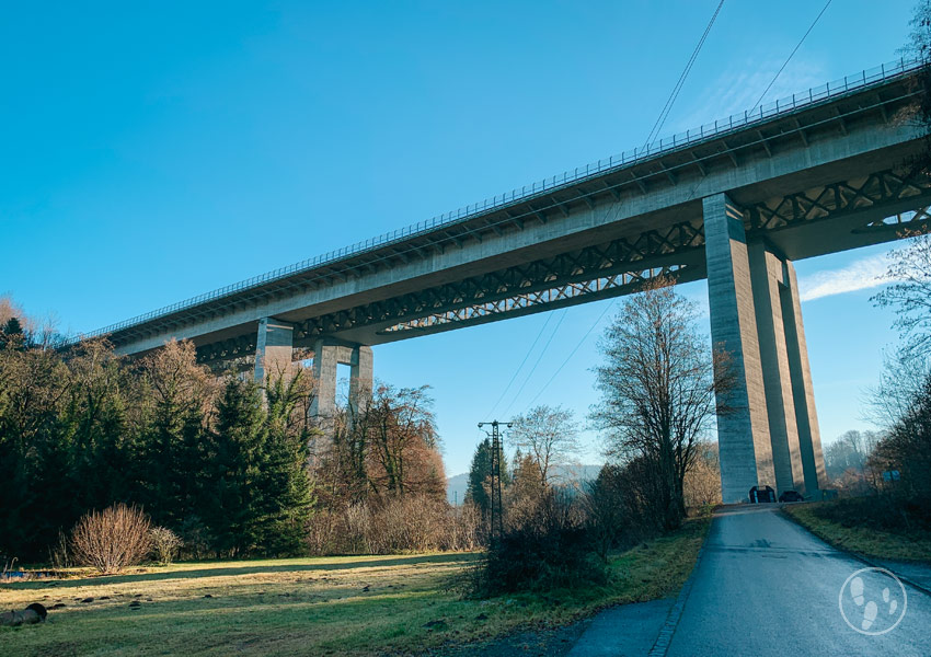 Autobahnbrücke über das Mangfalltal bei Weyarn