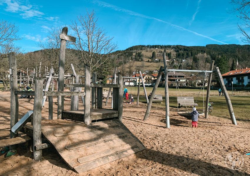 Spielplatz am Schliersee mit Blick auf die Schliersbergalm