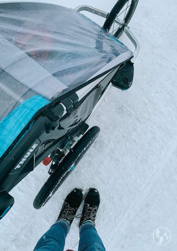 Wanderung mit Kinderwagen im Winter