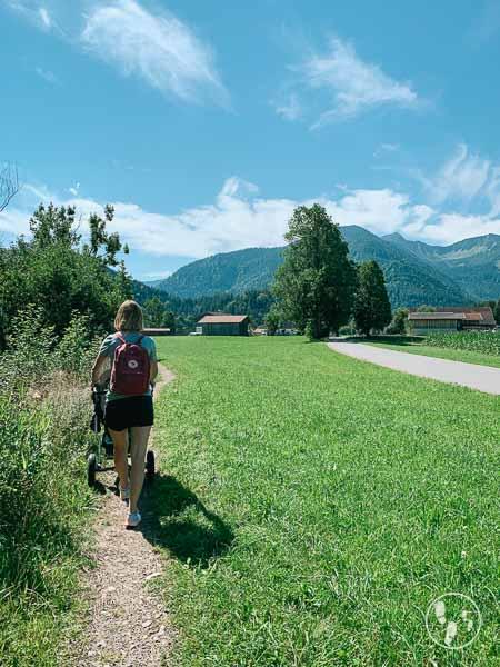 Unterwegs zum Fischbachauer Märchenwald mit Kinderwagen